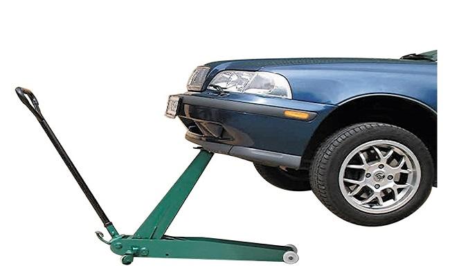подъем автомобиля гидравлическим домкратом