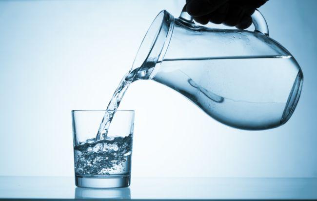 disitillirovannaya voda v akkumulyator 1 - Что заливать в аккумулятор автомобиля