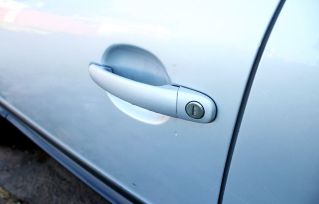 дверной замок машины