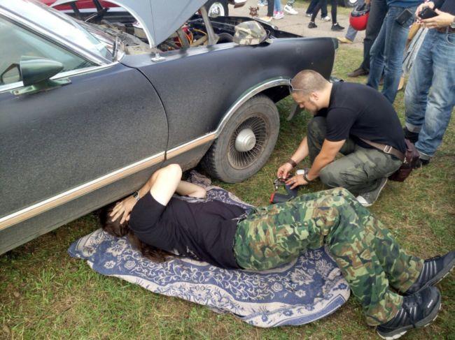 лезем под машину