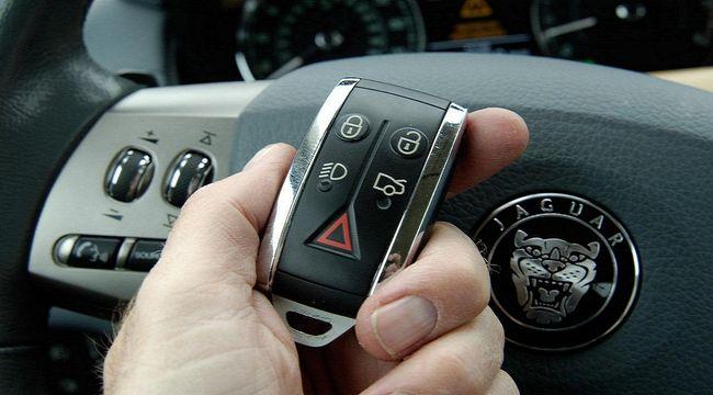 Каким образом можно отключить сигнализацию на машине без брелка, чтобы завелся двигатель?
