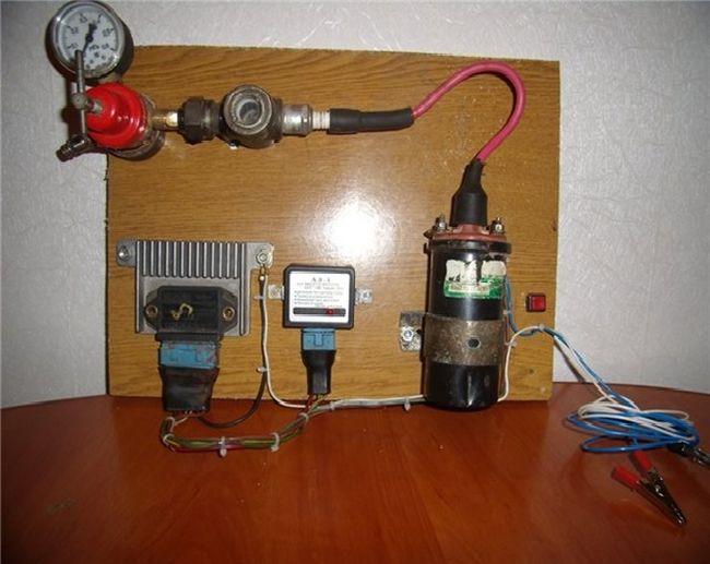 Прибор для чистки и проверки свечей