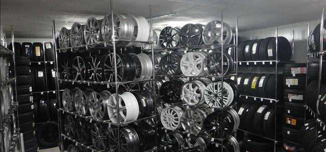 Шины и диски в магазине