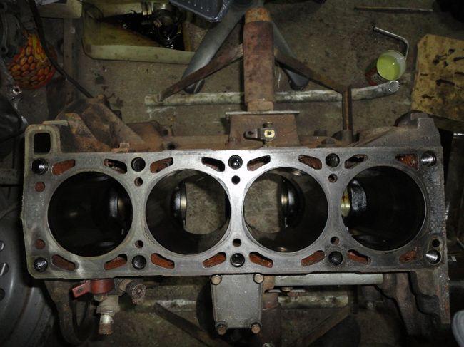 Блок цилиндров двигателя 406