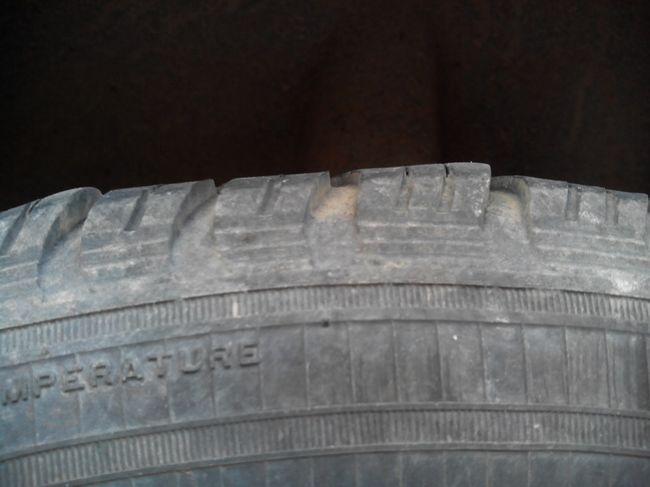 Гребенчатый износ шины