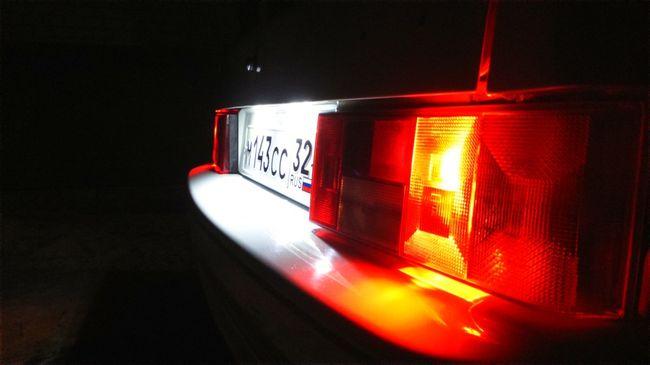 Замена лампочки подсветки номера — краткая инструкция в помощь автолюбителю