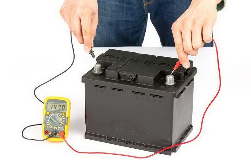 Плотность электролита аккумулятора: какая должна быть, как проверить и повысить